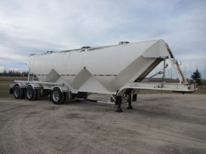 Fruehauf Tri-Axle Pneumatic Trailer (1)
