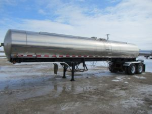 Walker Tandem Stainless Tanker Trailer (1)