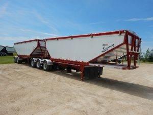 doepker-super-b-aluminum-grain-hopper-trailer-1