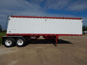 doepker-tandem-grain-hopper-trailer-2