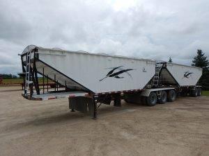 lode-king-super-b-grain-hopper-trailer-1