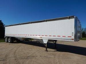 wilson-tandem-aluminum-grain-hopper-trailer-1