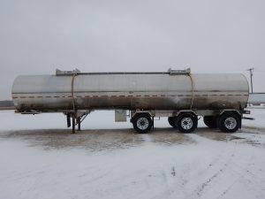 krohnert-tri-axle-stainless-tanker-trailer-2