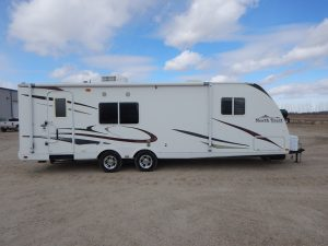 heartland-north-trail-travel-trailer-2