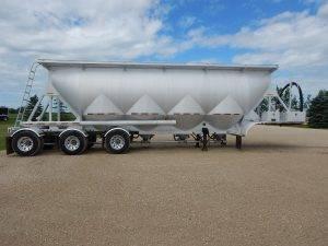 jl-tridem-pneumatic-trailer-1