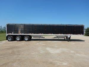 timpte-tridem-aluminum-grain-hopper-trailer-1