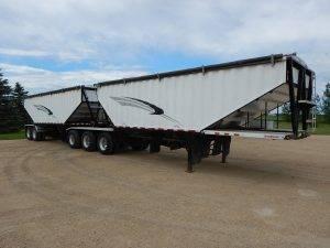 doepker-super-b-hopper-grain-trailer-1